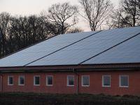 hallendach_mit_solaranlage_dertm_P3126398
